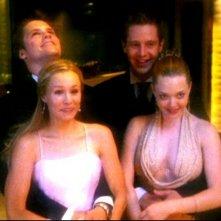 Kristen Bell, Teddy Dunn, Jason Dohring e Amanda Seyfried in una scena dell'episodio 'Un nuovo ragazzo ' della prima stagione di 'Veronica Mars'