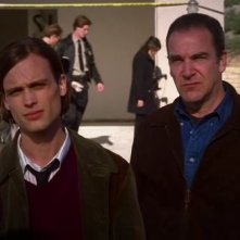 Mandy Patinkin e Matthew Gray Gubler nell'episodio 'The Tribe' della serie Criminal Minds