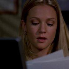 A.J. Cook nel ruolo di Jennifer Jareau, l'agente federale che fa da collegamento con la polizia nella serie Criminal Minds, episodio 'Birthright'