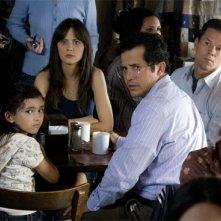 Ashlyn Sanchez, Zooey Deschanel, John Leguizamo e Mark Wahlberg in una scena del film E venne il giorno