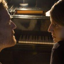 Glen Hansard e Markéta Irglová in una sequenza del film Once (2006) un film di John Carney