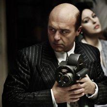 Luca Zingaretti e Monica Bellucci in una sequenza del film Sangue pazzo