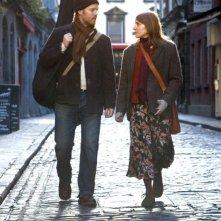 Markéta Irglová e Glen Hansard in una scena del film Once che è anche la locandina del film