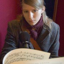 Markéta Irglová in una scena del film Once