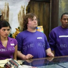 Melonie Diaz, Jack Black e Mos Def in una scena del film Be Kind Rewind