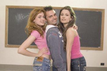 Nathalie Rapti Gomez, Andrea De Rosa e Giulia Elettra Gorietti in una scena del film Ultimi della classe