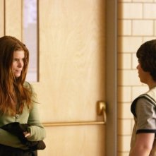 Kate Mara e Ryan Pinkston in una scena della commedia Full of it