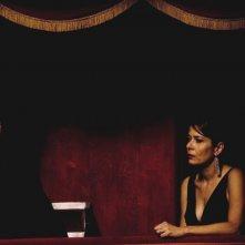 Aurélien Recoing con Sandra Ceccarelli in una scena del film Il resto della notte