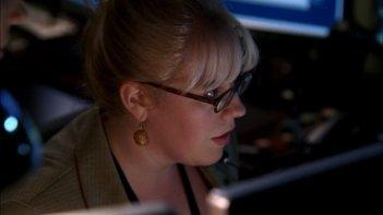 Kirsten Vangsness nelle vesti del genio del computer Penelope Garcia nella serie Criminal Minds, episodio: The Fox