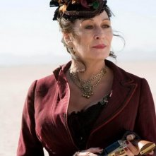 Anjelica Huston in una scena del western Caccia spietata