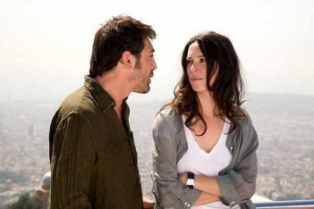 Javier Bardem e Rebecca Hall in una scena del film Vicky Cristina Barcelona