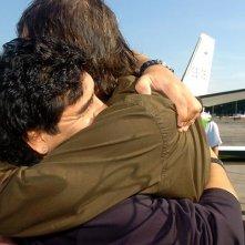 Un abbraccio tra Maradona e Kusturica nel documentario Maradona by Kusturica