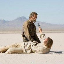 Pierce Brosnan e Liam Neeson in una scena del film Caccia spietata