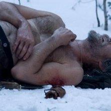 Pierce Brosnan in una scena drammatica del film Caccia spietata