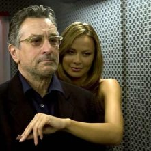 Robert De Niro e Moon Bloodgood in una scena del film What Just Happened?