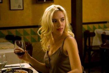 Scarlett Johansson in una scena del film Vicky Cristina Barcelona