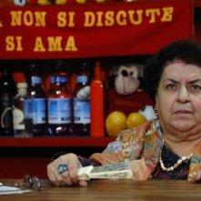 Anna Longhi in una scena del film Chi nasce tondo...