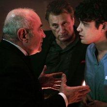 Bob Hoskins e Riccardo Scamarcio in una scena del film Go Go Teles