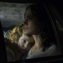 Elle Fanning e Jennifer Connelly in una sequenza del film Reservation Road
