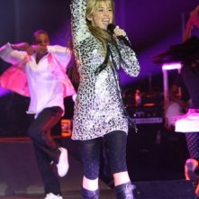 Riflessi d'argento e musica per Miley Cyrus in Hannah Montana/Miley Cyrus: Best of Both Worlds Concert Tour