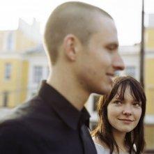 Anders Danielsen Lie e Viktoria Winge in una scena del film Reprise