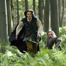 Ben Barnes e Peter Dinklage in una scena del film Le cronache di Narnia: il Principe Caspian