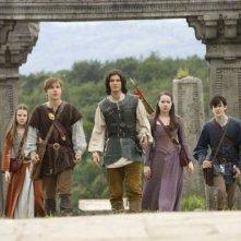 Georgie Henley, William Moseley, Ben Barnes, Anna Popplewell e Skandar Keynes in una scena del film Le cronache di Narnia: il principe Caspian