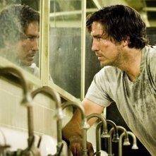 Jim Caviezel in una scena del film Identità sospette