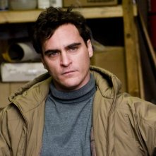 Joaquin Phoenix in una sequenza del film film Two Lovers