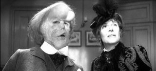 John Hurt & Anne Bancroft in una scena di The Elephant Man