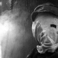John Hurt dietro la maschera dell'Uomo Elefante in The Elephant Man
