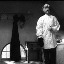 John Hurt in un'altra magnifica raffigurazione dell'Uomo Elefante in The Elephant Man
