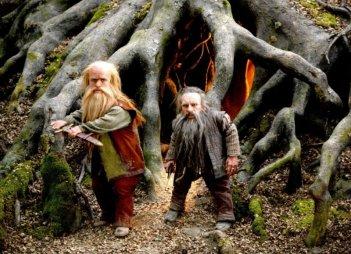 Peter Dinklage e Warwick Davis in una scena del film Le cronache di Narnia: il Principe Caspian
