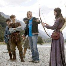 Skandar Keynes, William Moseley, il regista Andrew Adamson e Anna Popplewell sul set del film Le cronache di Narnia: il principe Caspian