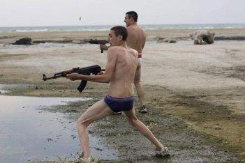 Marco Macor e Ciro Petrone in una sequenza del film Gomorra