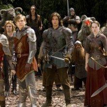 William Moseley, Skandar Keynes, Ben Barnes, Anna Popplewell e Peter Dinklage in una scena del film Le cronache di Narnia: il Principe Caspian