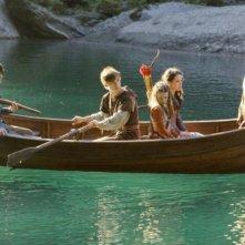 William Moseley, Skandar Keynes, Georgie Henley, Anna Popplewell e Peter Dinklage in una scena del film Le cronache di Narnia: il Principe Caspian