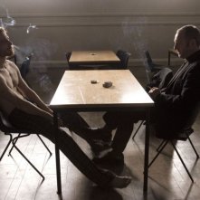 Michael Fassbender e Liam Cunningham in una sequenza del film Hunger