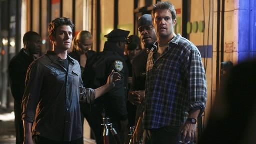 Bryan Greenberg E Geoff Stults In Una Scena Di Gruppo Dell Episodio Let S Get Owen Di October Road 60686