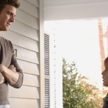 Bryan Greenberg e Slade Pearce nel secondo episodio di October Road