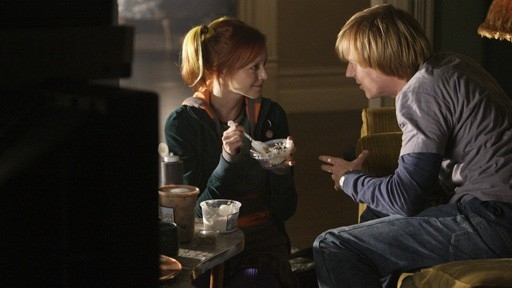 Jay Paulson E Lindy Booth In Un Momento Nell Episodio How To Kiss Hello Di October Road 60700