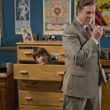 Drake Bell e Christopher McDonald in una scena del film Superhero Movie
