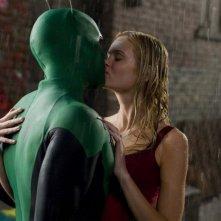 Il bacio tra Drake Bell e Sara Paxton in una scena del film Superhero Movie