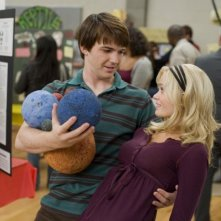 Drake Bell e Sara Paxton in una scena del film Superhero Movie