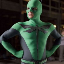 Drake Bell nei panni di Dragonfly, il supereroe verde del film Superhero Movie