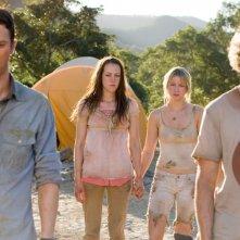 Jonathan Tucker, Jena Malone, Laura Ramsey e Shawn Ashmore in una scena del film Rovine
