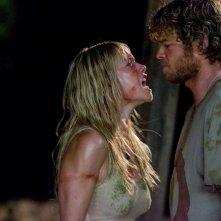 Laura Ramsey e Shawn Ashmore in una scena del film Rovine