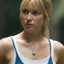 Laura Ramsey in una scena del film Rovine