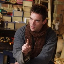 Jonathan Rhys Meyers in una scena del dramma The Children of Huang Shi