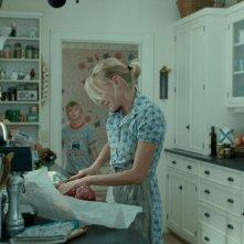 Naomi Watts e Devon Gearhart in una scena del film Funny Games